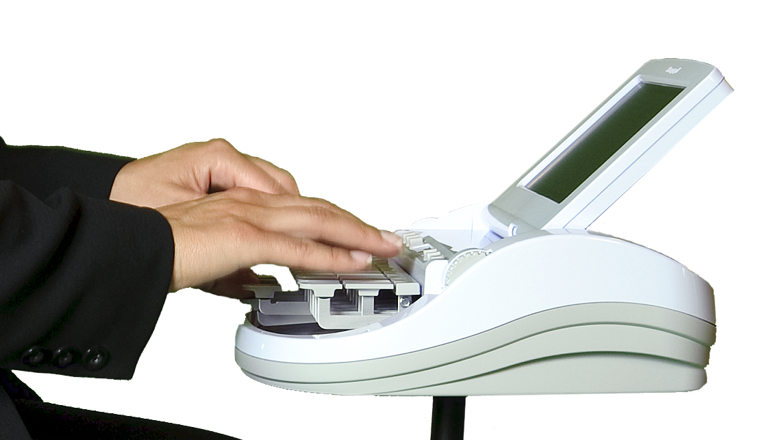 hands-on-Stenograph-Diamante-writer